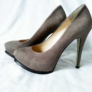 Guess high heel suede taupe shoes